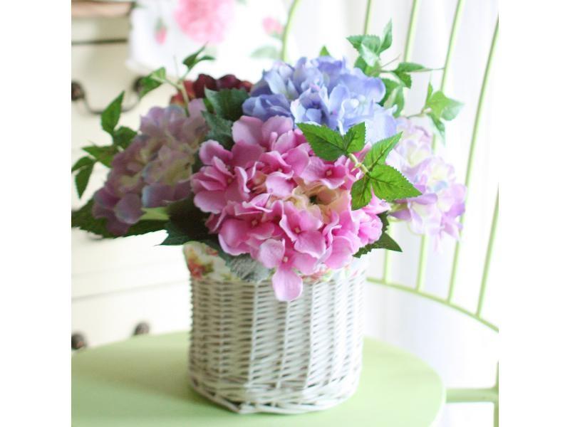 Cestas de mimbre y flores artificiales - Fotos jarrones con flores ...