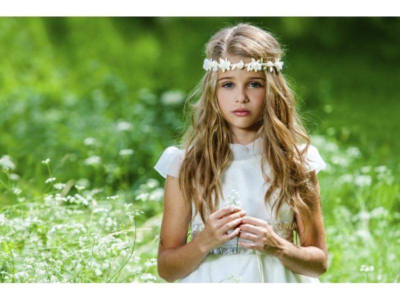 Diademas, tocados, tiaras un sinfín de posibilidades con flores artificiales para hacer de las niñas auténticas princesas