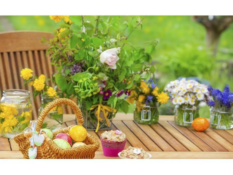 Decora tu mesa de jard n con flores for Como decorar una mesa de jardin