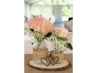 Decoración floral artificial en mesas comuniones