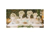 Detalles flor artificial en mesas de comunión